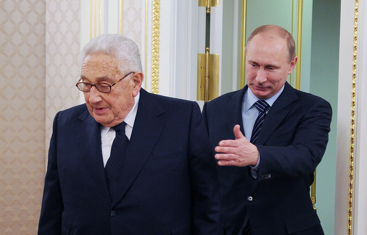 Vladimir Putin and former US Secretary of State Henry Kissinger