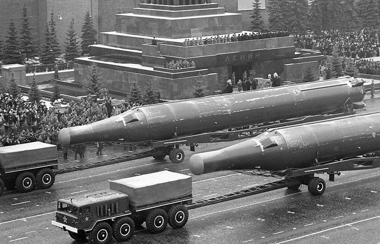 Soviet nuclear missiles at a parade in the USSR, 1972 (archive)