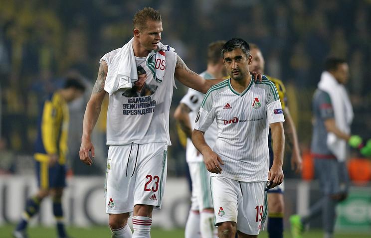 Lokomotiv Moscow FC player Dmitry Tarasov (left)