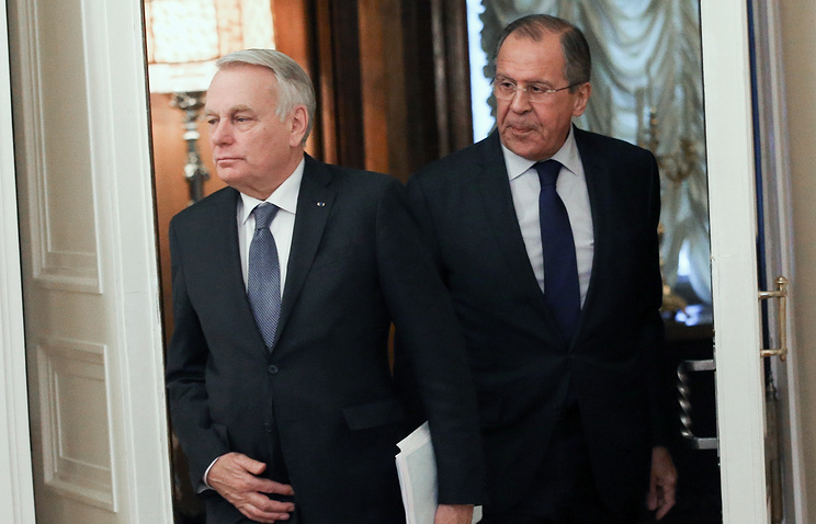 Russian Foreign Minister Sergey Lavrov (right) and French Foreign Minister Jean-Marc Ayrault