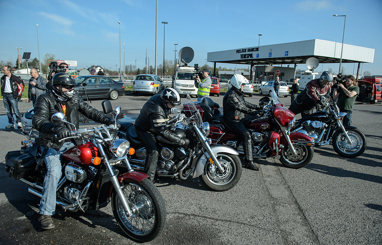 Polish bikers waiting for Russian bikers at the Polish-Belarusian border last year