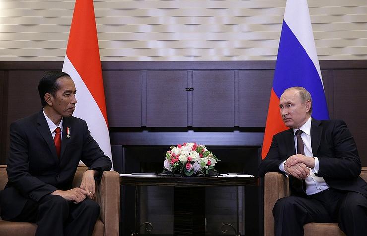Russian President Vladimir Putin and Indonesian President Joko Widodo