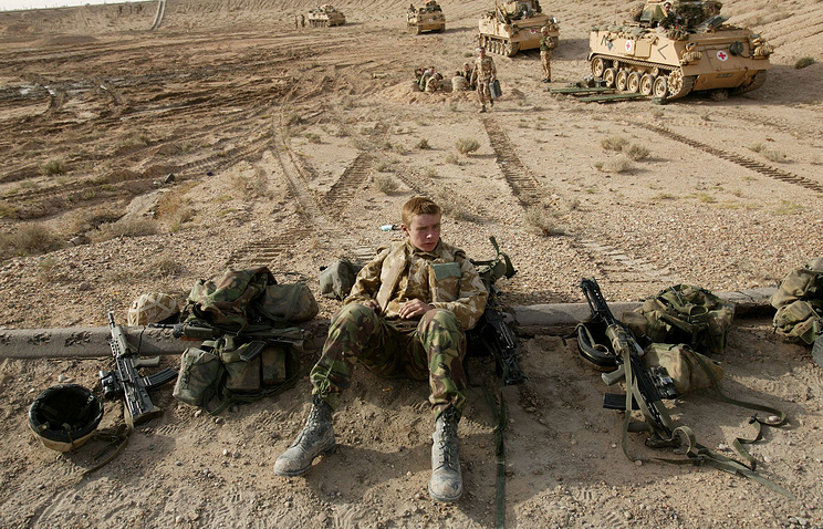 British tank crews waiting on the front line at Basra, Iraq 2003