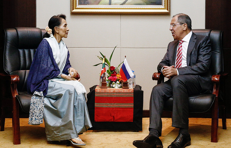 Myanmar's and Russian top diplomats Aung San Suu Kyi and Sergey Lavrov