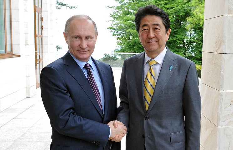 Russian President Vladimir Putin and Japanese Prime Minister Shinzo Abe in Sochi, on May 6