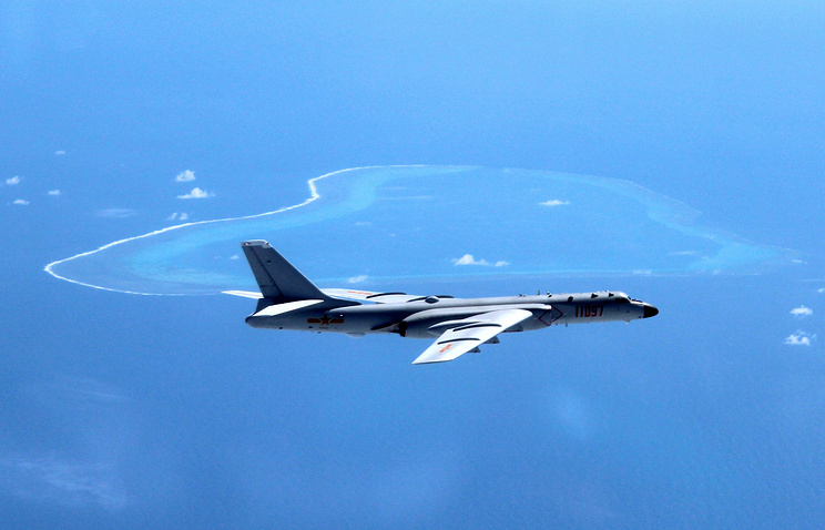 Chinese H-6K bomber patrolling the islands and reefs in the South China Sea