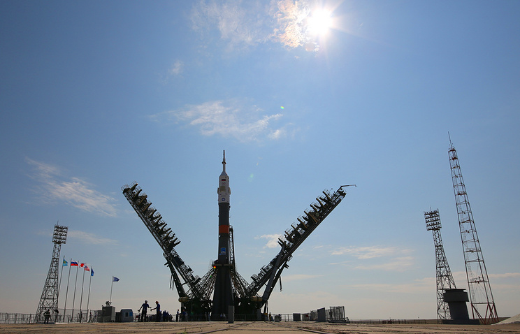 Soyuz-MS spacecraft being installed on a launch pad