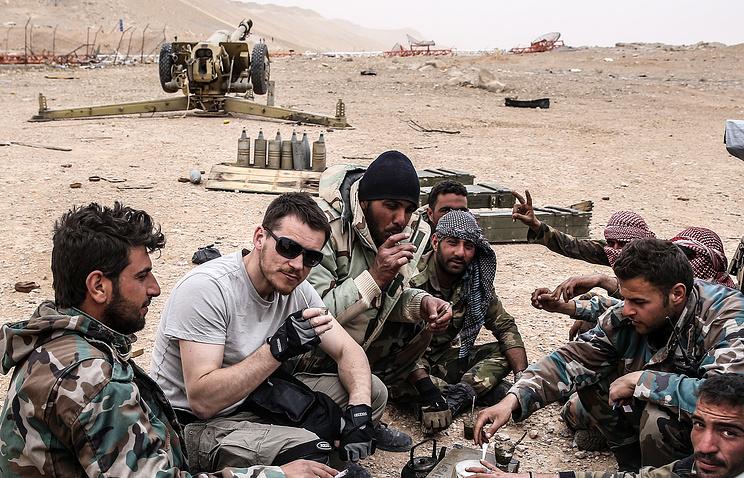 Valeriy Sharifulin and Syrian soldiers