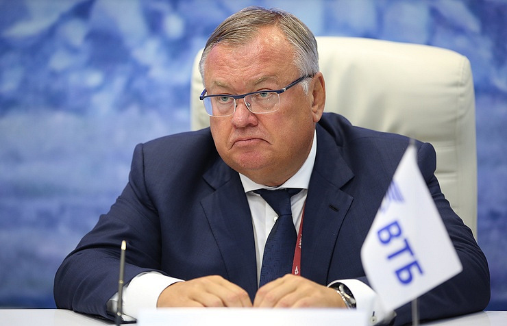 Putin fires economy minister over bribe charges