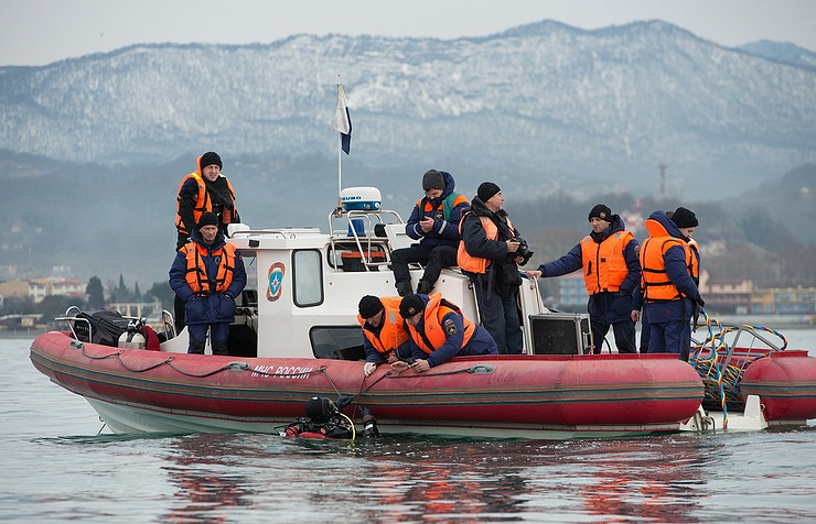 Rescuers during the search and rescue operation at the crash site of Russian Defense Ministry's Tu-154 plane in the Black Sea