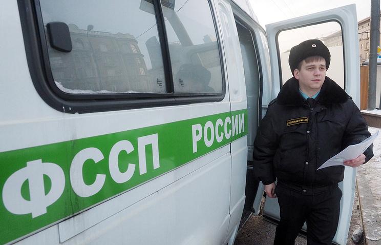 A Russian bailiff during a raid