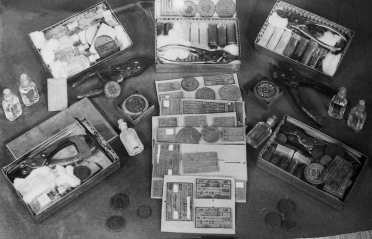 Seized spy gear, 1960