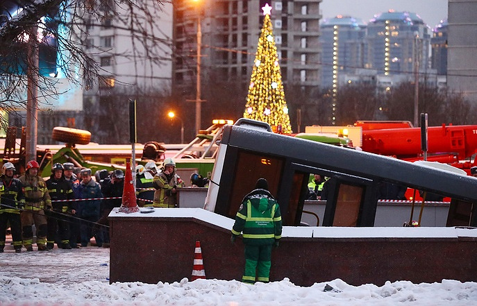 Bus plunges into pedestrian underpass in Moscow