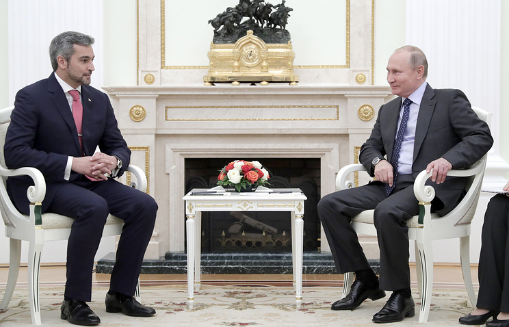 Paraguay's President-elect Mario Benitez and Russian President Vladimir Putin