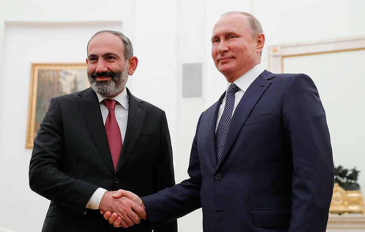 Armenia's Prime Minister Nikol Pashinyan and Russia's President Vladimir Putin