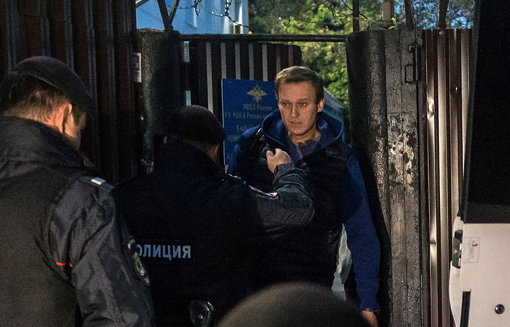 Russian opposition leader Alexei Navalny freed, re-arrested immediately