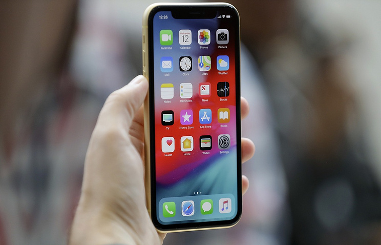 Apple Earnings May Rise on Better iPhone XS Max Sales