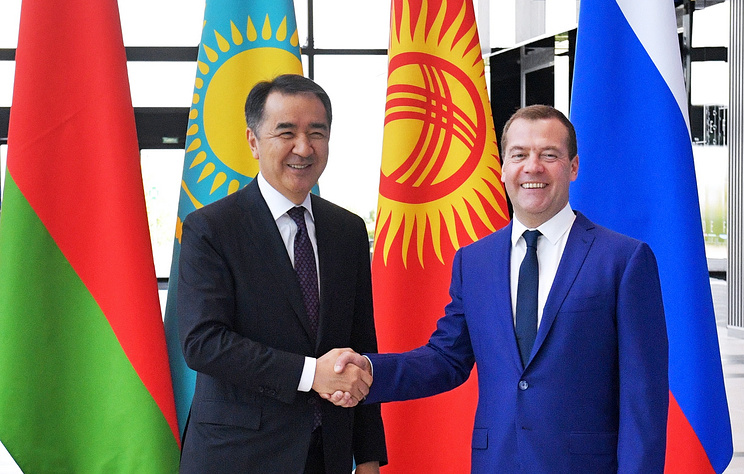 Kazakhstan's Prime Minister Bakytzhan Sagintayev and Russian Prime Minister Dmitry Medvedev