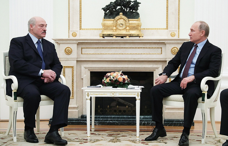 The presidents of Russia and Belarus, Vladimir Putin (R) and Alexander Lukashenko (L)
