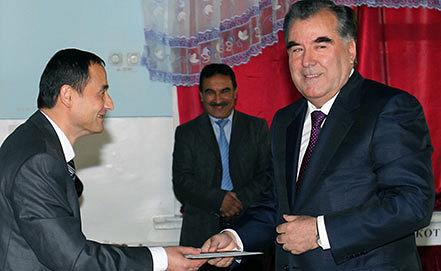 Tajik president Emomalii Rahmon casting his vote. EPA/PRESIDENT'S PRESS SERVICE