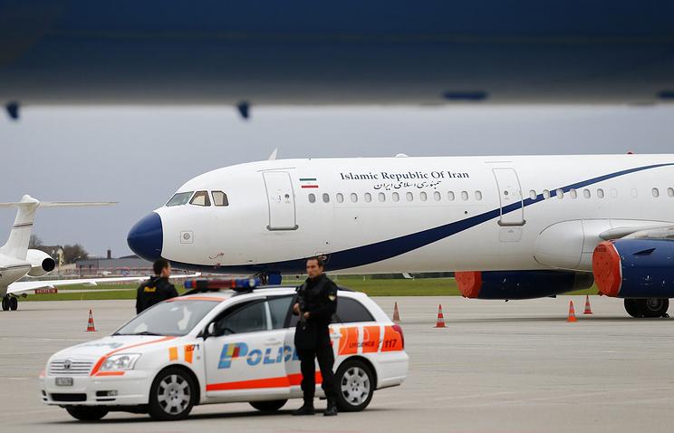 Самолет делегации Ирана в аэропорту Женевы