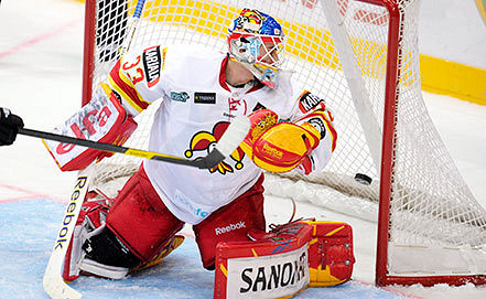 "Вратарь хоккейного клуба ""Йокерит"". Фото AP Photo/LEHTIKUVA, Martti Kainulainen"