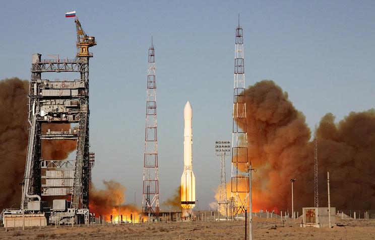 """Запуск ракеты-носителя """"Протон-М"""" с разгонным блоком """"ДМ-3"""" и тремя космическими аппаратами """"Глонасс-М"""" с космодрома Байконур"""