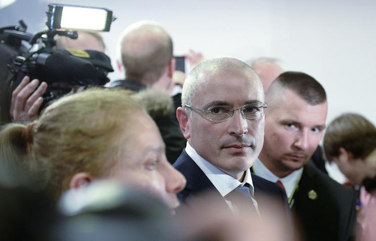 Михаил Ходорковский после пресс-конференции в Музее Берлинской стены