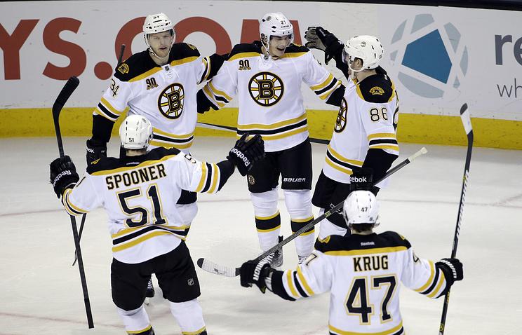 """Хоккеисты """"Бостона"""" празднуют победу"""