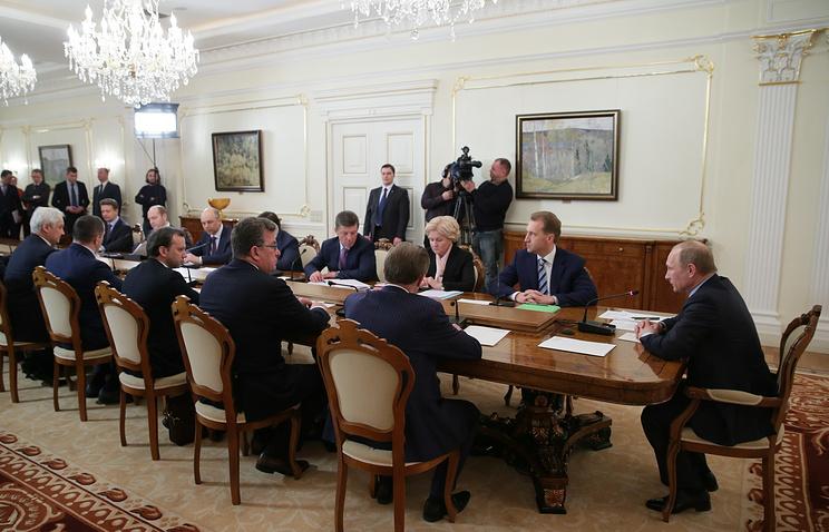 Президент РФ Владимир Путин провел встречу с членами правительства РФ