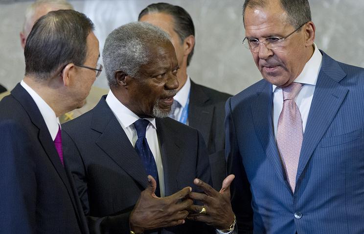 Генеральный секретарь ООН Пан Ги Мун, спецпредставитель ООН и Лиги арабских государств по Сирии Кофи Аннан и министр иностранных дел России Сергей Лавров (слева направо). 30 июня 2012 г.