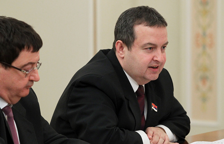 Премьер-министр Сербии Ивица Дачич (справа)