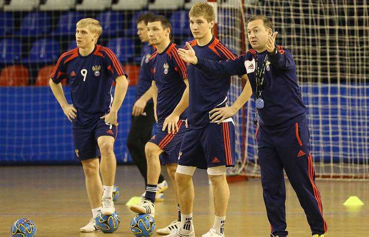 Сергей Скорович (справа) во время тренировки сборной России по мини-футболу
