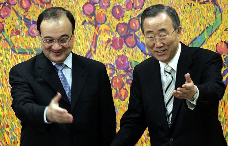Заместитель специального представителя ООН и ЛАГ по Сирии Насер аль-Кидва (слева) и генеральный секретарь ООН Пан Ги Мун