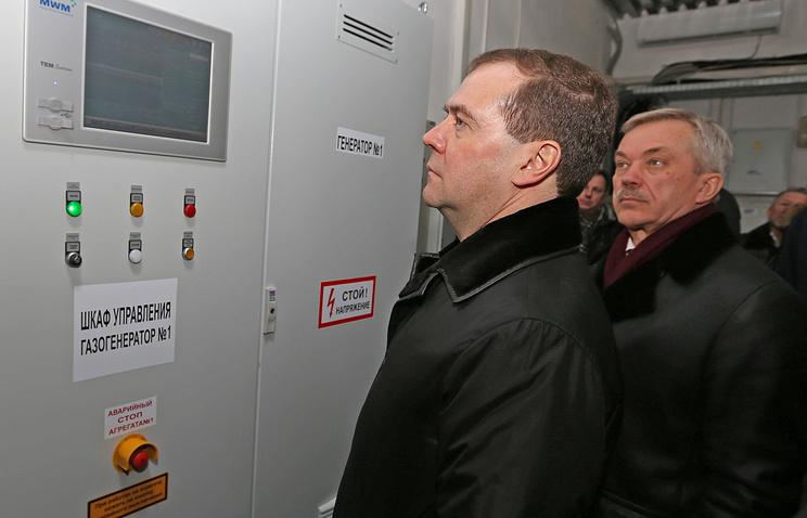 Премьер-министр РФ Дмитрий Медведев и губернатор Белгородской области Евгений Савченко