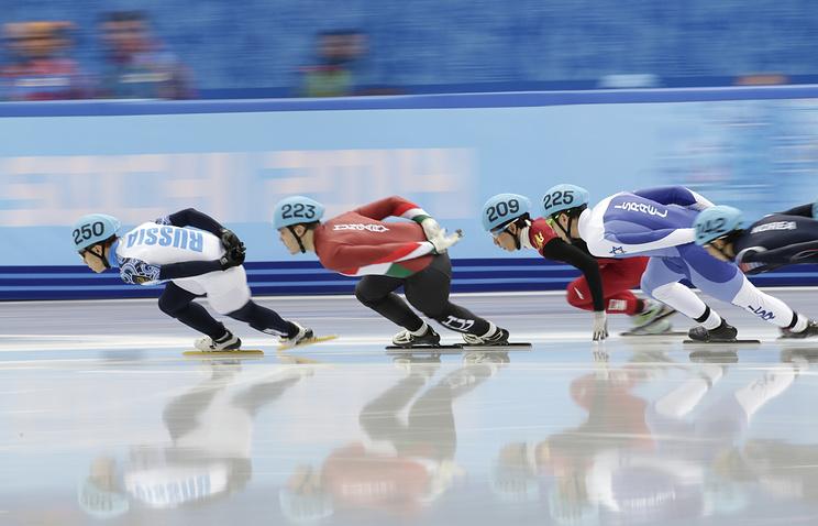 Виктор Ан (слева) в забеге на дистанции 1500 м