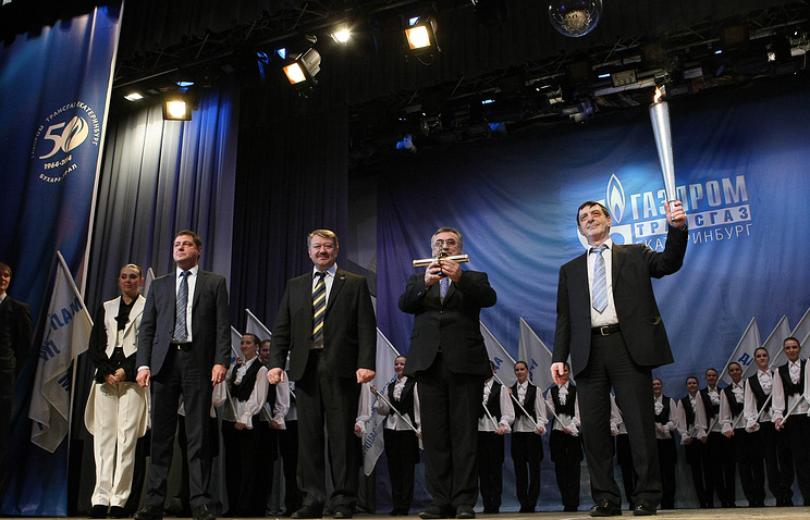 Давид Гайдт (справа) поздравил работников с юбилеем
