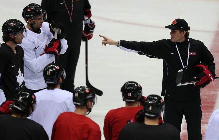 Тренировка хоккейной сборной Канады