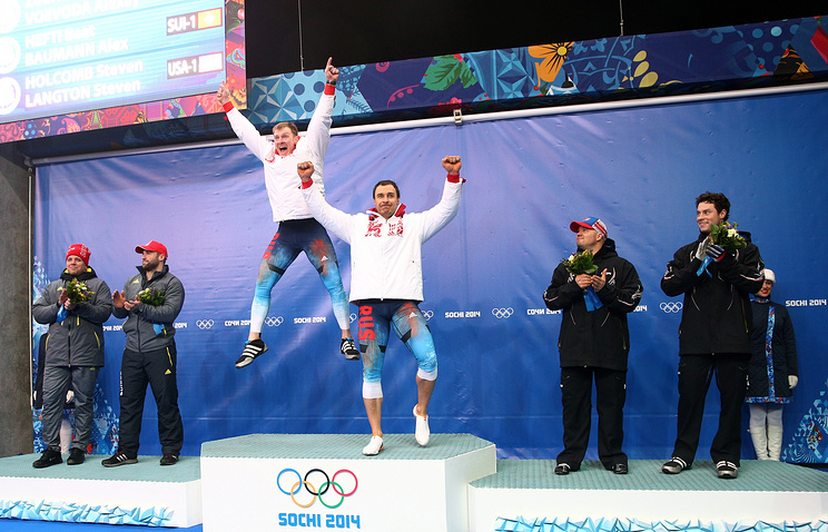 Александр Зубков и Алексей Воевода (в центре)