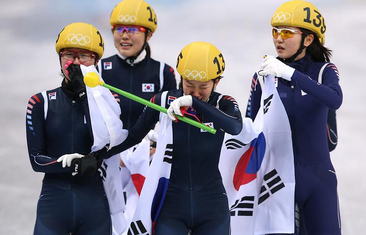 Сборная Южной Кореи завоевала золотые медали в эстафете по шорт-треку