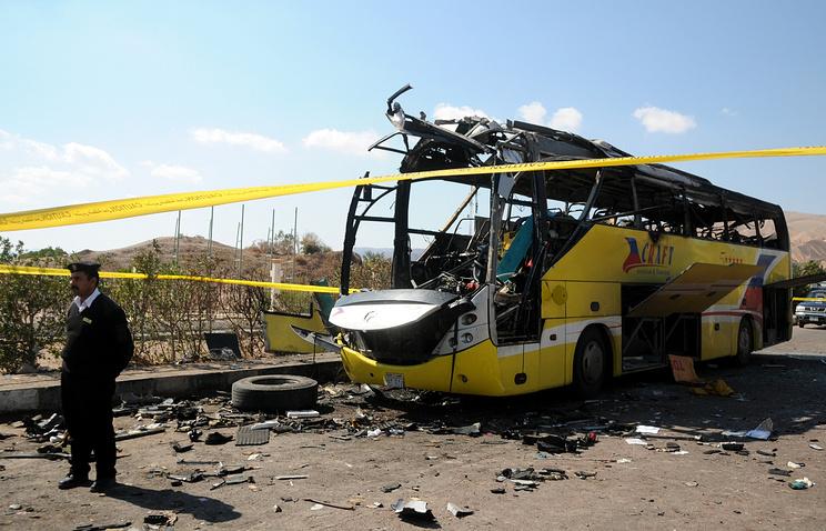 Последствия взрыва автобуса в курортном городе Таба 16 февраля