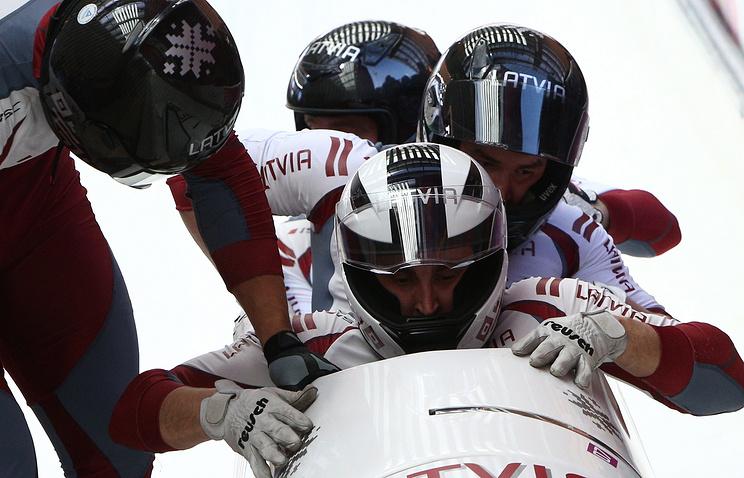Латвийские спортсмены Оскар Мелбардис, Даумантс Дрейшкенс, Арвис Вилкасте и Янис Стренга, завоевавшие серебряные медали