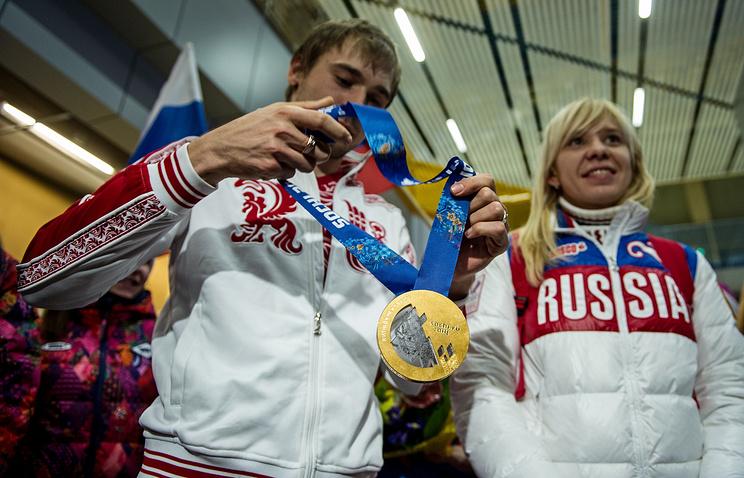 Антон Шипулин и Юлия Скокова прилетели в Екатеринбург из Сочи