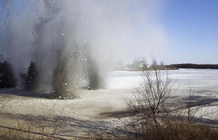 Подрыв льда на реке