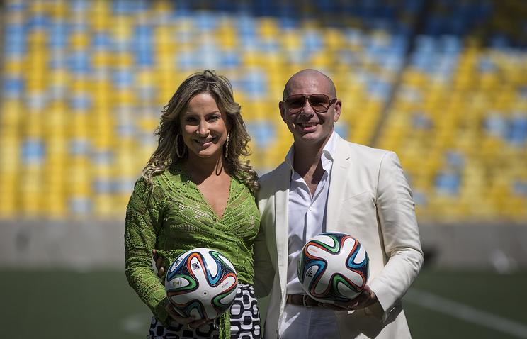 Бразильская певица Клаудия Лейтте и американский рэпер Питбуль