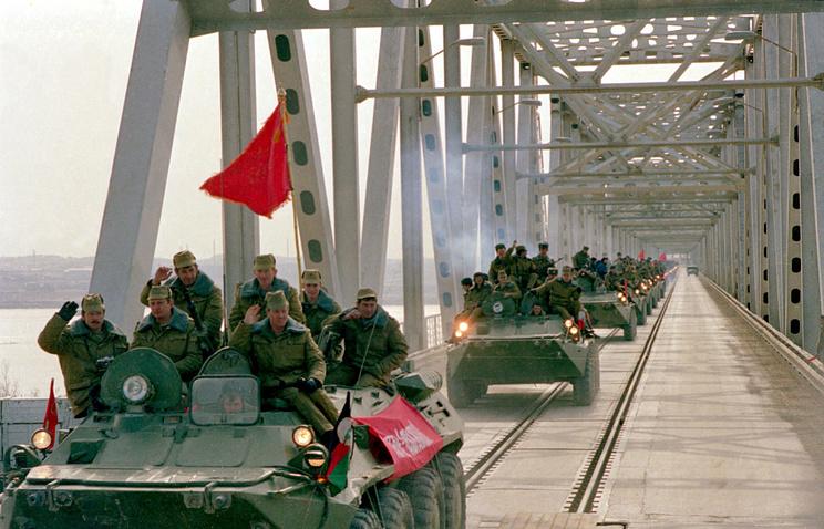 Советские воины-интернационалисты покидают Афганистан