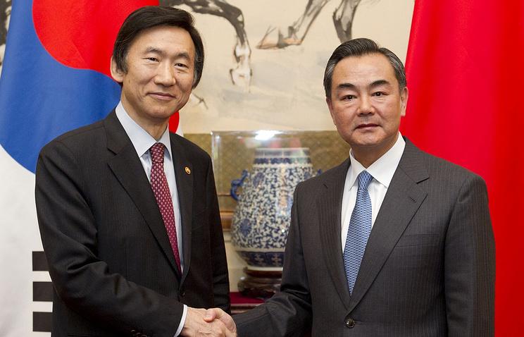 Юн Бён Се (слева) и Ван И (справа)
