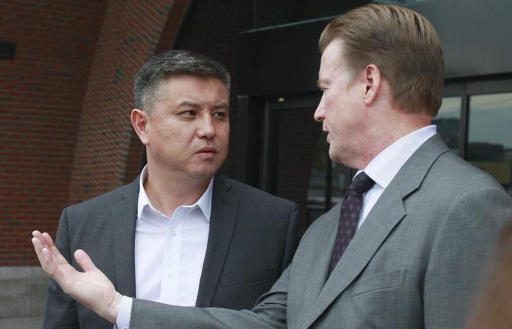 Отец Диаса Кадырбаева - Мурат Кадырбаев - с адвокатом Робертом Шталем
