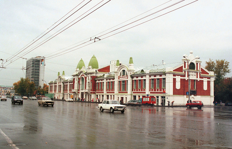 Здание городского торгового корпуса в Новосибирске