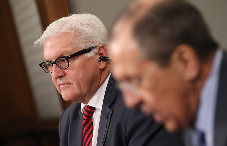 Министр иностранных дел ФРГ Франк-Вальтер Штайнмайер и министр иностранных дел РФ Сергей Лавров